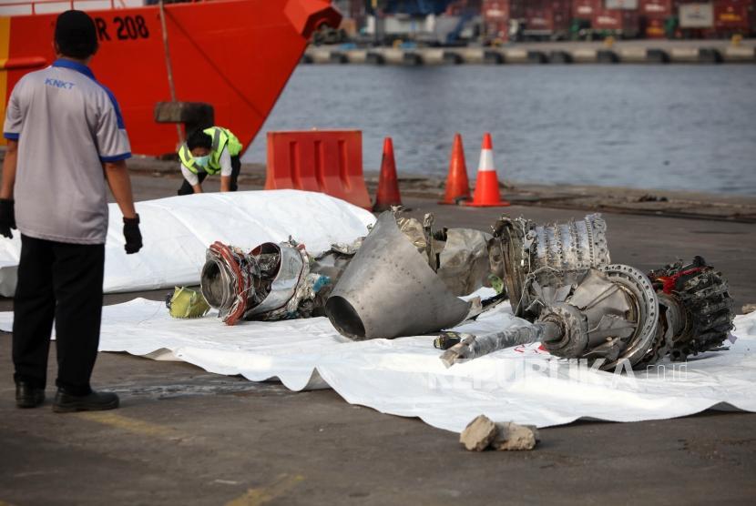 Puing pesawat Lion Air JT-610 yang jatuh di Tanjung Priok, Jakarta, Rabu (7/11).