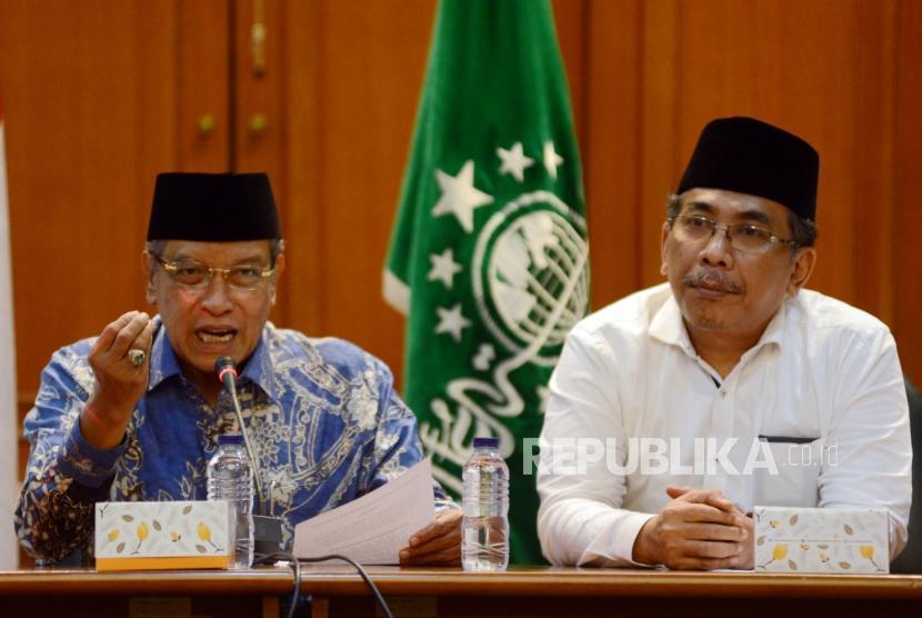 Ketua Umum PBNU KH Said Aqil Siradj memberikan keterangan saat konferensi pers di Kantor PBNU, Jakarta, Jumat (19/4).