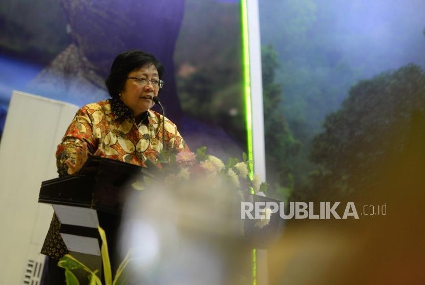 Refleksi Kinerja Kemenhut 2018. Menteri KLHK Siti Nurbaya Bakar menyampaikan paparan saat Dialog Refleksi Kinerja 2018 untuk Peningkatan Kerja Tahun 2019 di Jakarta, Senin (31/12).