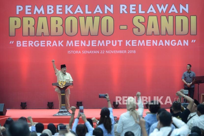 Pembekalan Relawan Prabowo-Sandi. Capres Nomer Urut 02 Prabowo menyampaikan sambutan pada pembekalan relawan Prabowo-Sandi di Istora Senayan, Jakarta, Kamis (22/11).