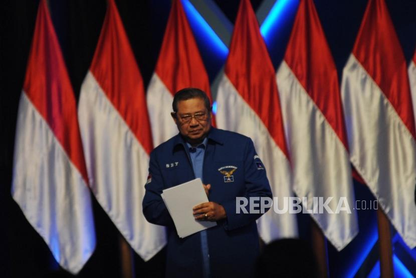 Ketua Umum Partai Demokrat Susilo Bambang yudhoyono (SBY)  bersiap memberikan sambutan dalam acara pembukaan Rapimnas Partai Demokrat di memenuhi Sentul Internasional Convention Center (SICc), Bogor, Jawa Barat, Sabtu (10/3).