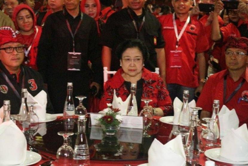 Megawati Minta Kader PDIP Hormati Kedatangan Prabowo