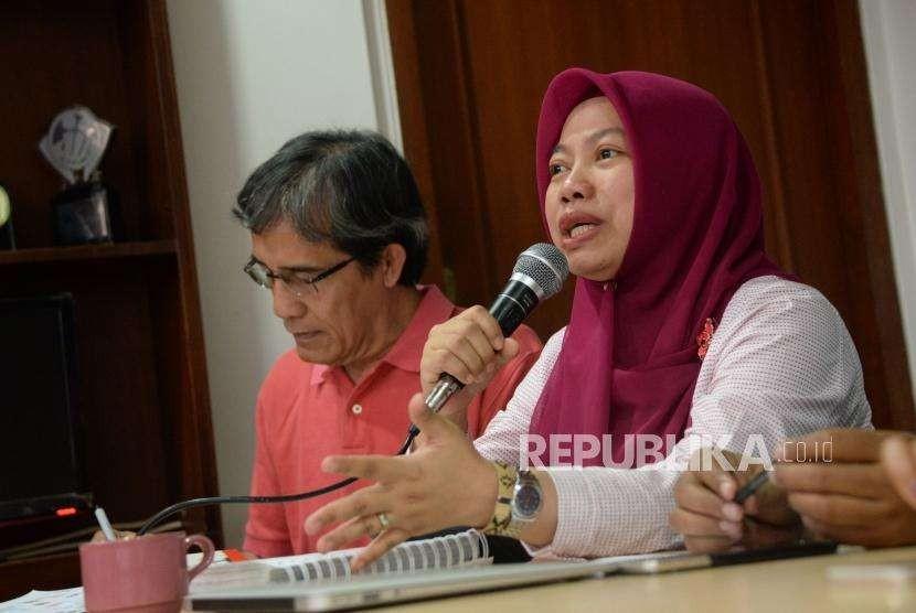 Direktur Eksekutif Perludem Titi Anggraini (kanan) danPeneliti Senior NETGRIT Hadar Nafis Gumay.