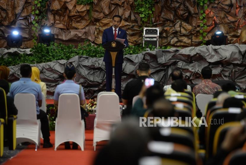 Pembukaan Muktamar IDI. Presiden Joko Widodo memberikan sambutan sebelum membuka Muktamar IDI ke-XXX di Samarinda, Kamis (25/10).