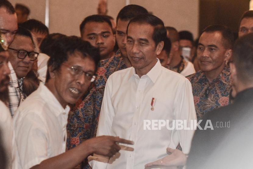 Jokowi Halalbihalal dengan Aktivis 98. Presiden RI Joko Widodo (tengah) mendatangi acara Halalbihalal aktivis 98 di Jakarta Pusat, Ahad (16/6).