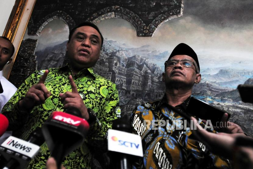 Vice Chairman of Indonesian Mosque Council (DMI) Syafruddin (left) meets with General Chairman of Muhammadiyah, Haedar Nashir at Muhammadiyah Da'wah Center office, Jakarta, Thursday (July 5).