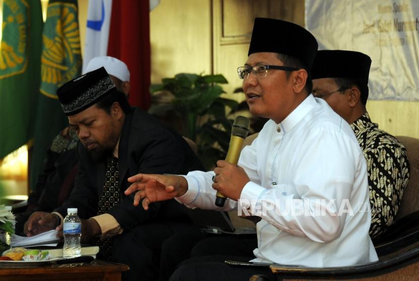 Ketua Bidang Dakwah Majelis Ulama Indonesia (MUI) KH. Muhammad Cholil Nafis (kanan).