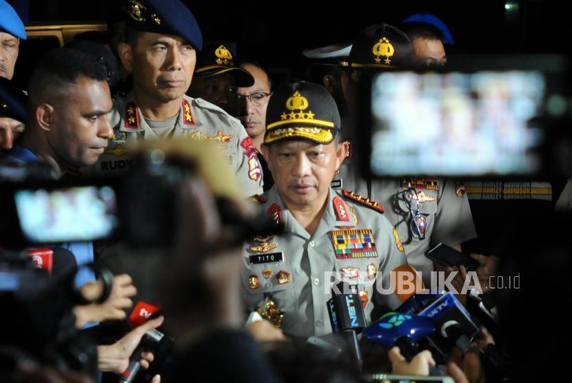 Kapolri Jenderal Tito Karnavian memberikan keterangan usai meninjau lokasi kerusuhan antara narapidana dan petugas kepolisian di Rutan cabang Salemba, Mako Brimob, Kelapa Dua, Depok, Jawa Barat, Kamis (10/5).
