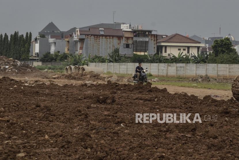 Sengketa Lahan Stadion BMW. Suasana lahan proyek pembangunan Stadion BMW (Bersih Manusia Wibawa) di Sunter, Jakarta Utara, Kamis (16/5).