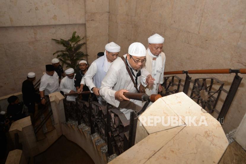 Ustaz Arifin Ilham tiba di  Masjid At-Tin tiba di Jakarta Timur, Senin (31/12).