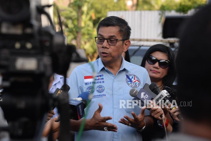 Sekretaris Jenderal Partai Demokrat Hinca Panjaitan menjawab pertanyaan wartawan di kawasan Mega kuningan, Jakarta, Jumat (4/1).