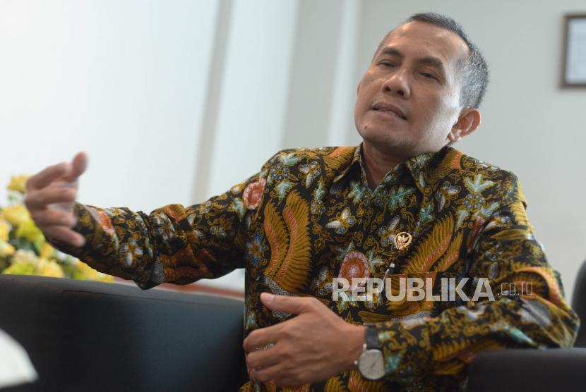 Ketua Komisi Yudisial, Jaja Ahmad Jayus melakukan sesi wawancara bersama Republika di kantor Komisi Yudisial, Jakarta Pusat, Senin (15/10).
