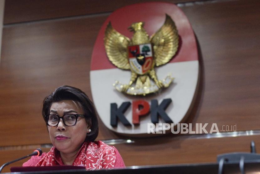 Wakil Ketua KPK, Basaria Panjaitan memberikan keterangan terkait operasi  tangkap tangan yang  dilakukan Komisi Pemberantasan Korupsi terhadap di Jakarta, Rabu (12/12).