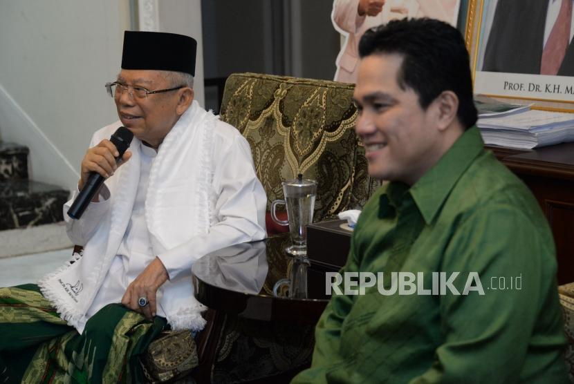 Cawapres no urut 01 KH Ma'ruf Amin bersama Ketua Tim Kampanye Nasional (TKN) Jokowi-Ma'ruf Amin,Erick Thohir memberikan keterangan usai melakukan pertemuan di rumah Situbondo, Jakarta, Senin (10/12).