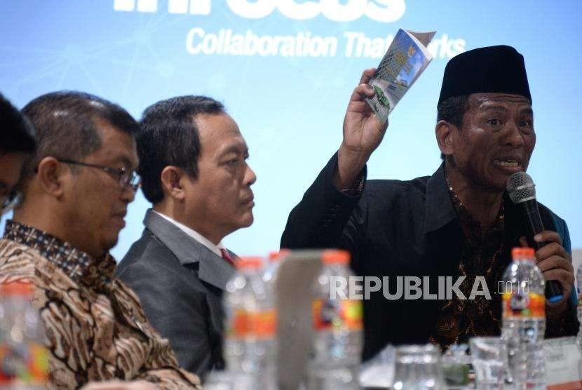 Kepala Badan Penyelenggara Jaminan Produk Halal (BPJPH) Sukoso (kanan).