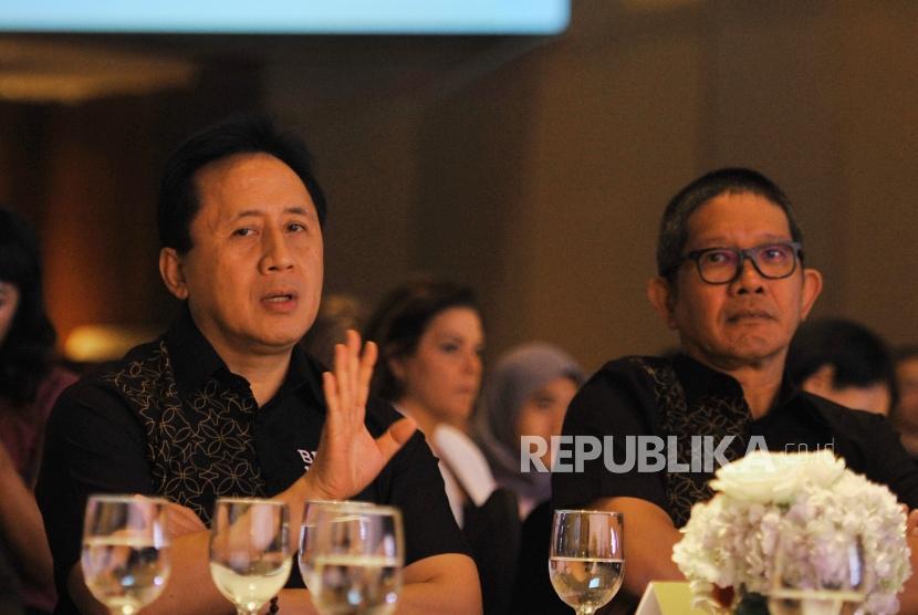Kepala Badan Ekonomi Kreatif (BEKRAF) Indonesia Triawan Munaf (kedua kanan) saat  acara BEKRAF Outlook Conference 2019 di Jakarta, Rabu (17/10).