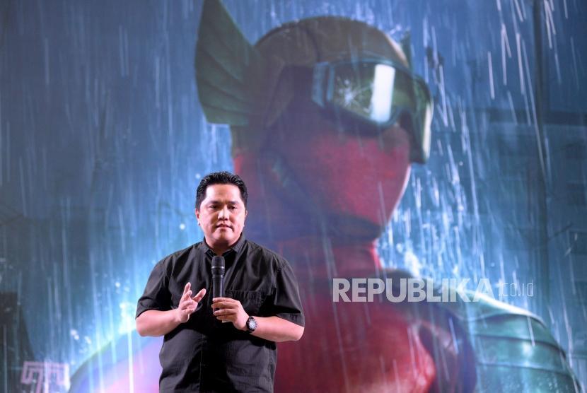 Executive Produser Bumilangit Entertainment Erick Thohir memberikan sambutan dalam peluncuran jagat sinema Bumilangit Jilid 1 di Plaza Senayan, Jakarta, Ahad (18/8).