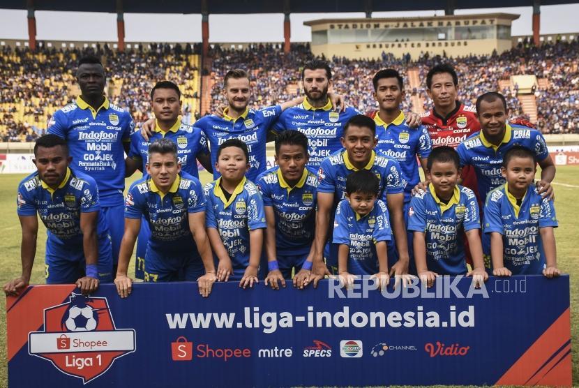 Persib Bandung Dikalahkan Bhayangkara United. Pemain Persib Bandung melakukan sesi foto sesaat sebelum laga lanjutan Liga 1 2019 di Stadion Si Jalak Harupat, Kabupaten Bandung, Ahad (30/6).