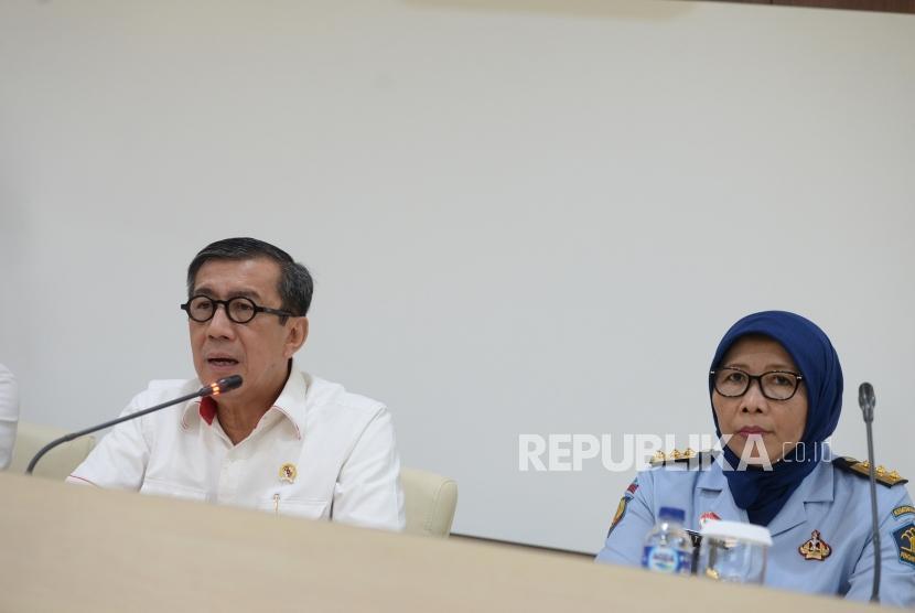 Evaluasi Kasus Lapas Sukamiskin. Menteri Hukum dan HAM Yasonna Laoly memberikan konferensi pers di Kemekumham, Jakarta, Senin (23/7).