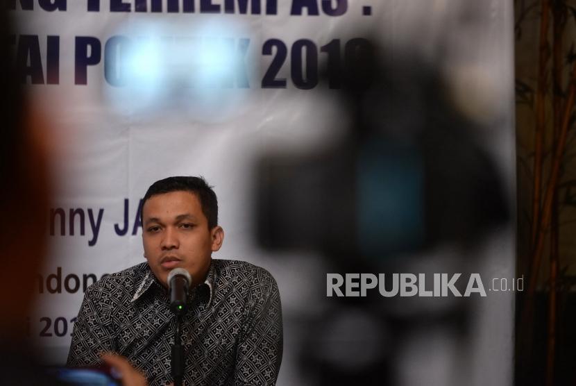 Prediksi Parpol Pemenang Pemilu. Peneliti LSI Ardian Sopa menyampaikan hasil survei LSI di Jakarta, Selasa (8/1/2019).