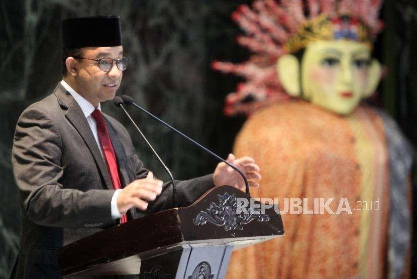 Gubernur DKI Jakarta Anies Baswedan memberikan sambutan saat acara pelepasan Kafilah Provinsi DKI Jakarta pada Musabaqah Tilawatil Qur'an Tingkat Nasional XXVII di Balai Kota, Jakarta, Kamis (4/10).
