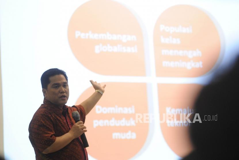 Ketua INASGOC Erick Thohir memberikan materi kepada ratusan peserta sekolah kader partai nasional demokrat di Akademi Bela Negara, Jakarta, Ahad (25/2).