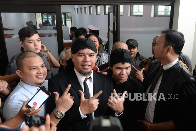 Vonis 1,6 Tahun Ahmad Dhani. Musisi Ahmad Dhani bersiap mengikuti sidang putusan kasus ujaran kebencian di Pengadilan Negeri Jakarta Selatan, Senin (28/1/2019).
