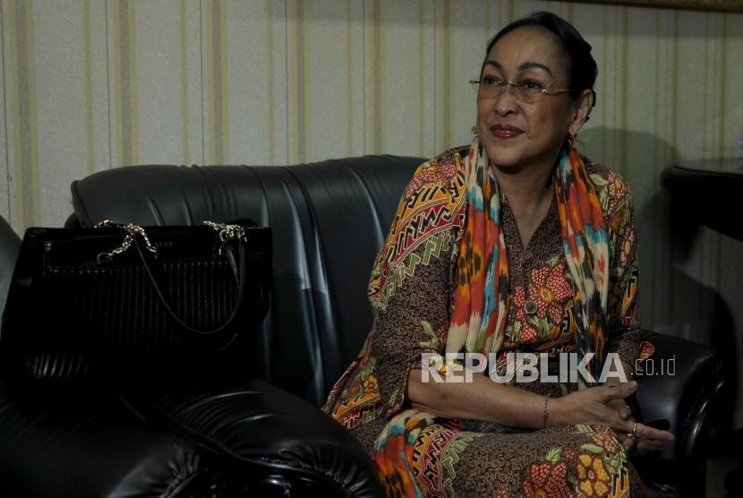 Sukmawati Soekarnoputri saat akan melakukan pertemuan di Kantor MUI, Jakarta (5/4).