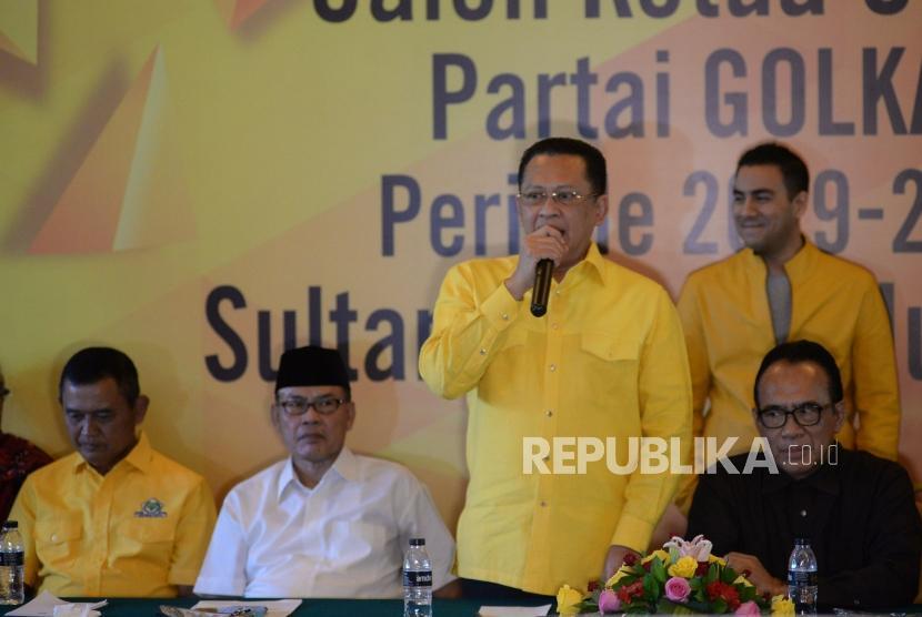 Wakil Koordinator Bidang Pratama DPP Partai Golkar Bambang Soesatyo berbicara saat press conferance calon ketua umum Partai Golkar periode 2019-2024 di Jakarta, Kamis (18/7).