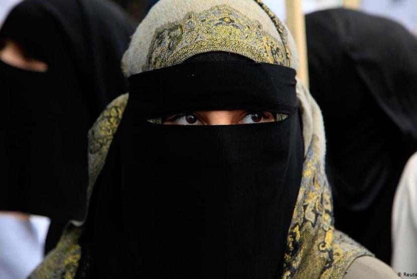 Tunisia Larang Pemakaian Niqab di Kantor Pemerintah
