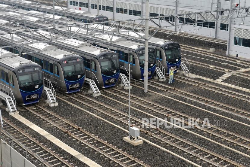 Rencana Beroperasi Maret 2019. Moda Raya Terpadu (MRT) saat ujicoba dari Stasiun Bundaran HI ke Stasiun Lebak Bulus, Jakarta, Rabu (20/2/2019).