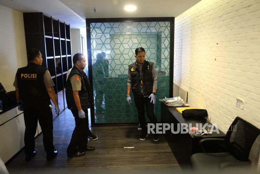 Penggeledahan Kantor PSSI. Petugas dari Satgas Anti Mafia Bola menggeledah Kantor PSSI di Jakarta, Rabu (30/1/2019).
