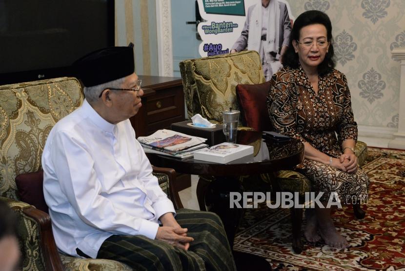 Calon Wakil Presiden No Urut 01 KH Ma'ruf Amin menerima kunjungan silahturahmi Pimpinan DPD RI Periode 2014-2019 GKR Hemas di Rumah Situbondo, Jakarta, Ahad (27/1).