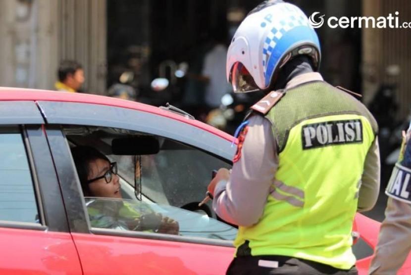 Kena Tilang Pas Razia Polisi? Tak Perlu Panik, Ini Cara Cek dan Bayar Dendanya