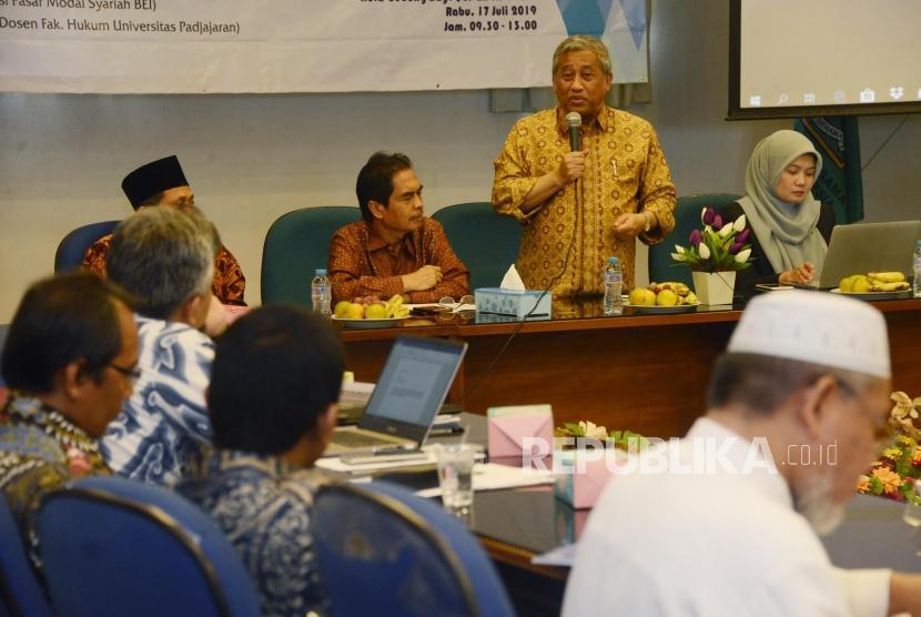 Ketua Pelaksana Badan Wakaf Indonesia (BWI) Mohammad Nuh memberikan sambutan saat pembukaan Forum Kajian Wakaf di Gedung Bayt Al'Quran TMII, Jakarta, Rabu (17/7).