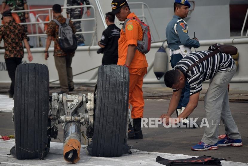 Kri Banda Aceh Bawa Sebagian Badan Pesawat Lion Air Republika Online