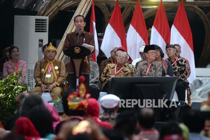 Penyerahan Naskah Strategi Kebudayaan. Presiden Joko Widodo menyampaikan arahan saat penutupan Kongres Kebudayaan Indonesia (KKI) 2018 di Jakarta, Ahad (9/12).