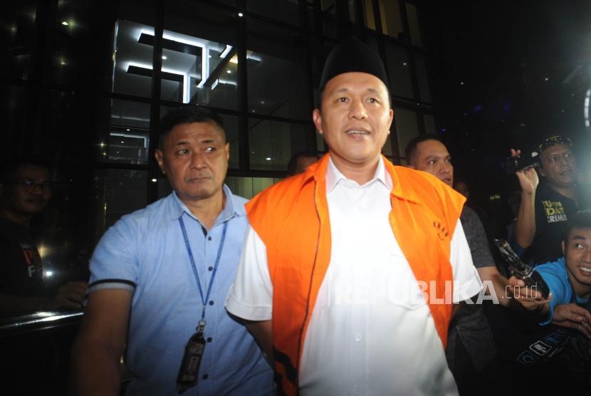 Bupati nonaktif Lampung Tengah Mustafa usai menjalani pemeriksaan sebagai saksi di Gedung Komisi Pemberantasan Korupsi ( KPK) Jakarta, Selasa (20/2) malam.