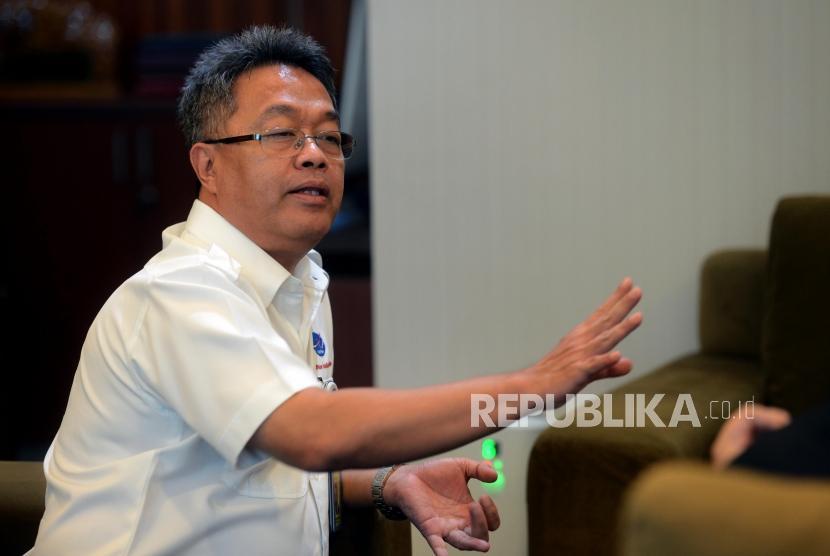 Direktur AirNav Indonesia Novie Riyanto saat sesi wawancara dengan Republika di Kantor AirNav Indonesia, Tangerang, Banten, Selasa (19/2).