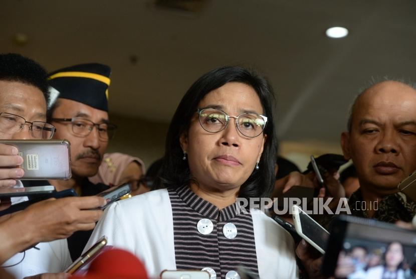 Pegawai kemenkeu Korban JT610. Menkeu Sri Mulyani menjawab pertanyaan wartawan usai mendatangi Gedung Basarnas, Jakarta, Senin (29/10).