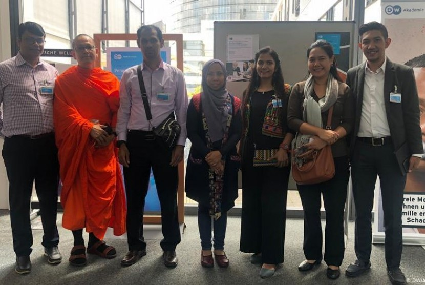Tokoh Spiritual dan Akademisi Menggunakan Media Sosial Sebagai Pesan Perdamaian