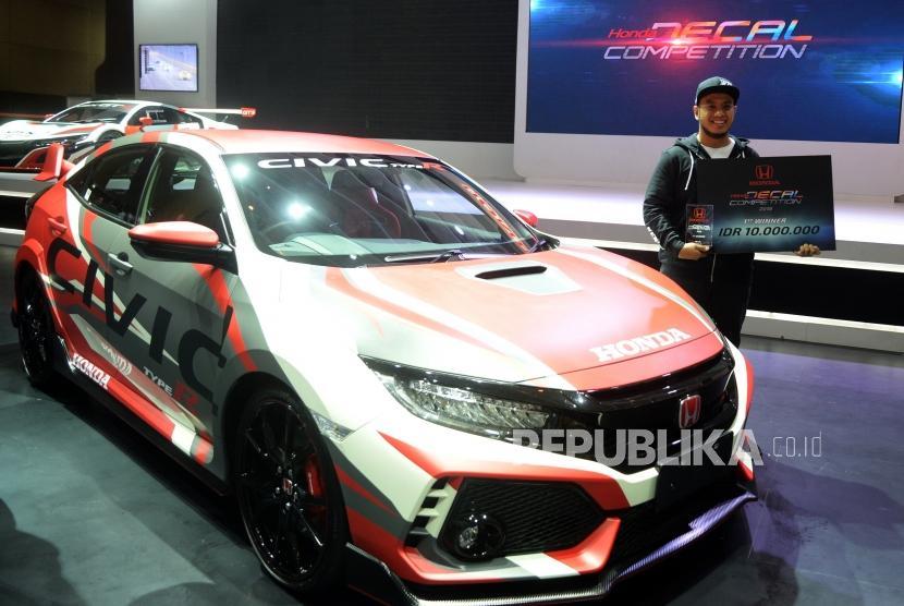 Honda Civic Type R Dengan Stiker Baru Perkuat Kesan Racing Republika Online