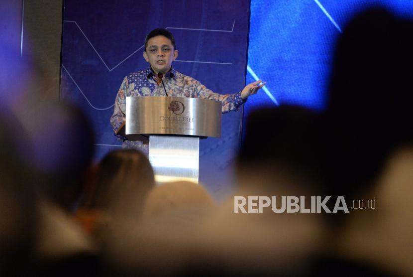 Direktur Jenderal Pengelolaan Pembiayaan dan Risiko Kementerian Keuangan Luky Alfirman meberikan sambutan pada acara peluncuran Sukuk Negara Ritel Seri SR-011 di Jakarta, Jumat (1/3).