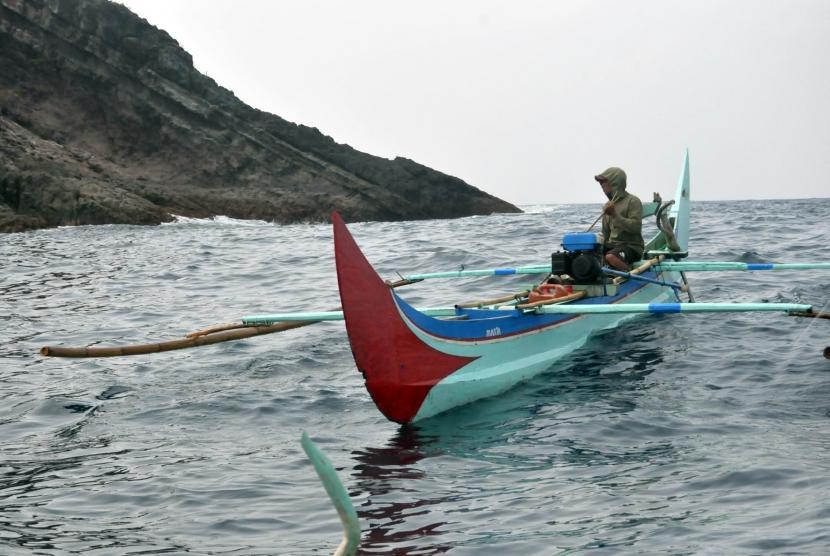 Nelayan melaut di Teluk Kiluan. (Ilustrasi)