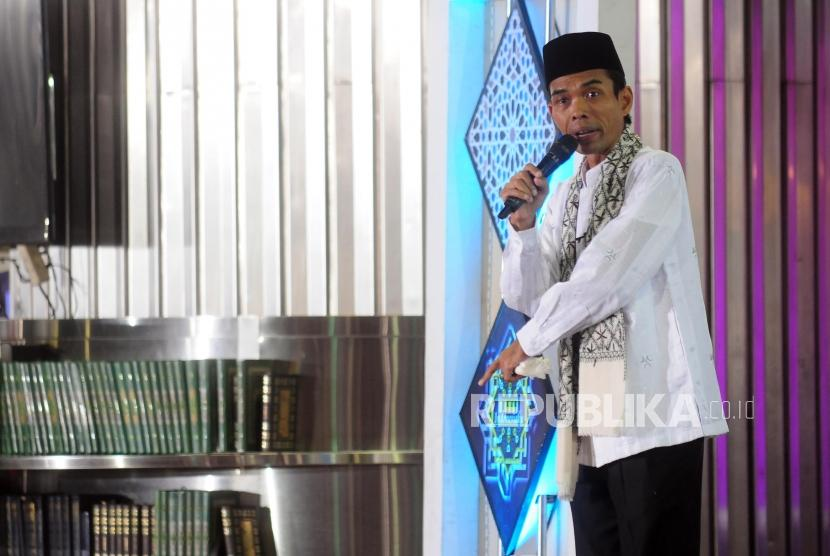 Ustadz Abdul Somad menyampaikan tausiyah saat Pengajian Akbar DMI di Masjid Istiqlal, Jakarta, Rabu (25/7).