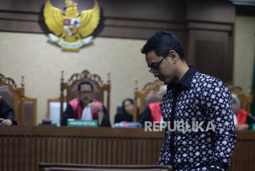 Terdakwa kasus suap dan gratifikasi terkait proyek-proyek di Dinas Pekerjaan Umum dan Perumahan Rakyat (PUPR) Provinsi Jambi, Zumi Zola  menjalani  sidang  dengan yang beragendakan putusan  di Pengadilan Tindak Pidana Korupsi (Tipikor), Jakarta, Kamis (6/12).