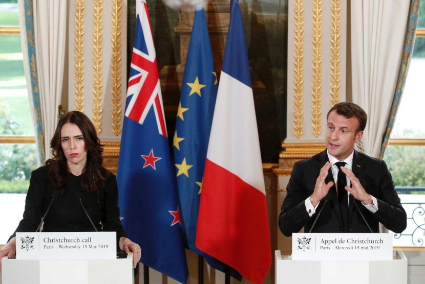 Perdana Menteri Selandia Baru, Jacinda Ardern bersama Presiden Prancis Emmanuel Macron