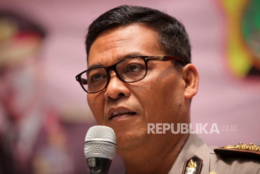 Kabid Humas Polda Metro Jaya Kombes Pol Argo Yuwono memberikan keterangan kepada media saat rilis pengungkapan kasus mengedarkan uang palsu Dollar Amerika di Mapolda Metro Jaya, Jakarta, Kamis (1/2).