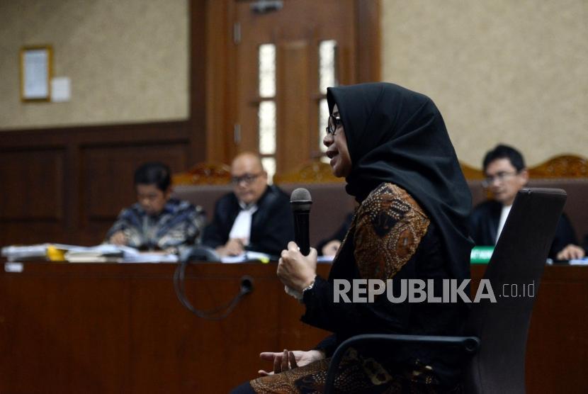 Mantan Wakil Ketua Komisi VII DPR RI Eni Maulani Saragih memberikan keterangan saat menjalani sidang pada kasus dugaan suap proyek PLTU Riau-1 dengan terdakwa Idrus Marham di Pengadilan Tipikor, Jakarta, Selasa (29/1).