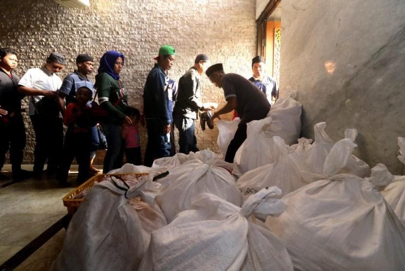 Pemkab Cianjur Sebar Ribuan Paket Kurban untuk Warga Tak Mampu